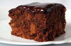 Čokoladni kolač sa marelicama i kikirikijem